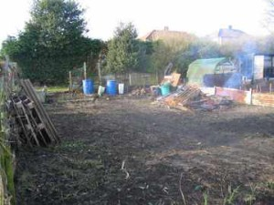 This is towards the end of the day, the Kids' Community Garden plot looking pretty good already. Amazing what a few volunteers can achieve - many thanks to everyone who helped!